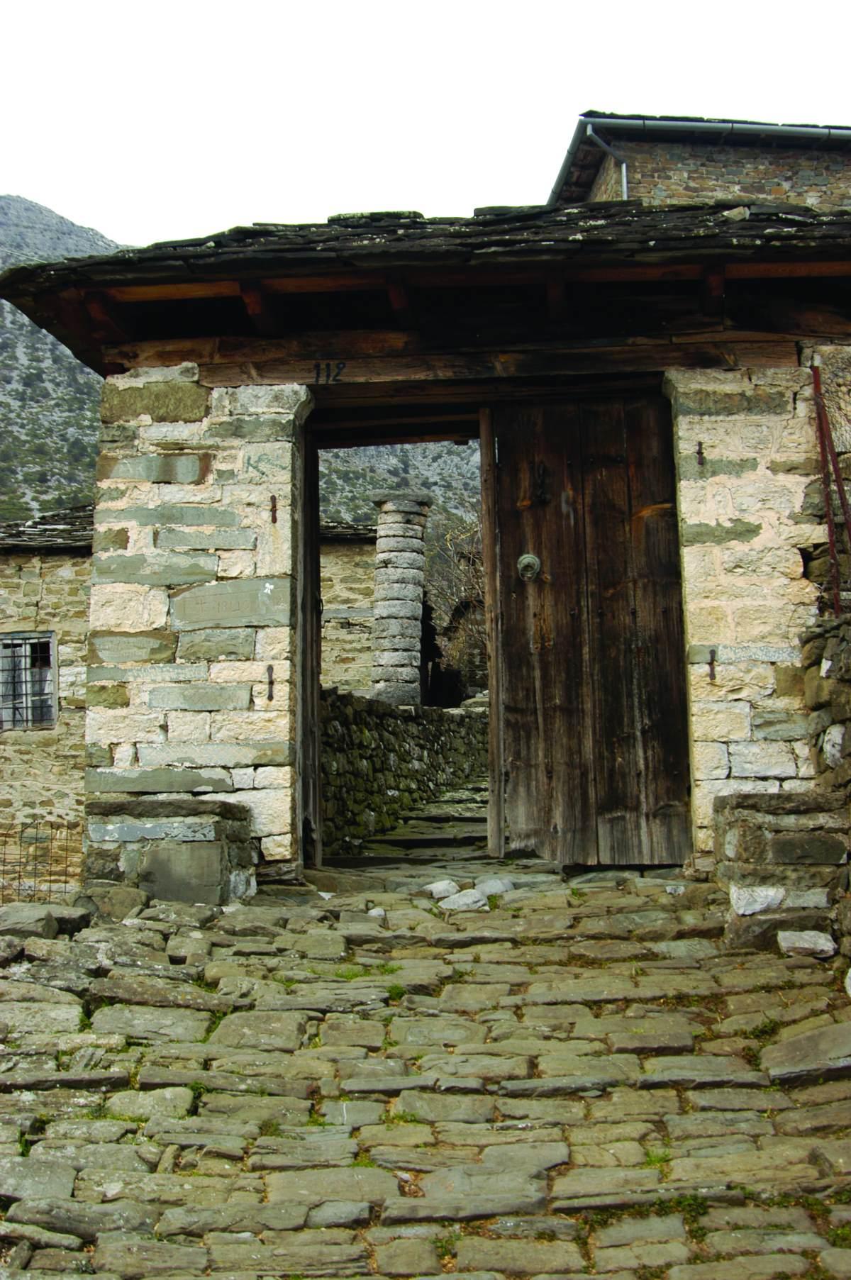 Στο χωριό κυριαρχεί η πέτρα, Τσεπέλοβο