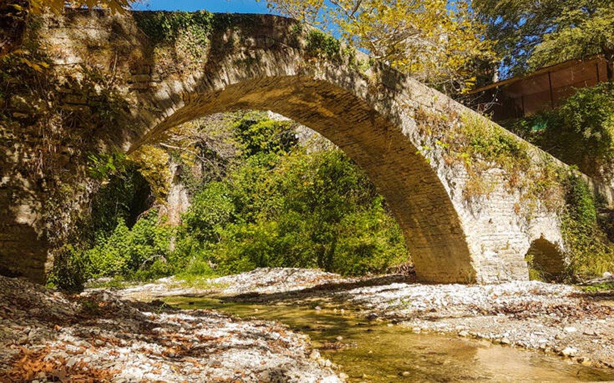Βροσίνα Ιωαννίνων αλπικό σκηνικό πέτρινα γεφύρια