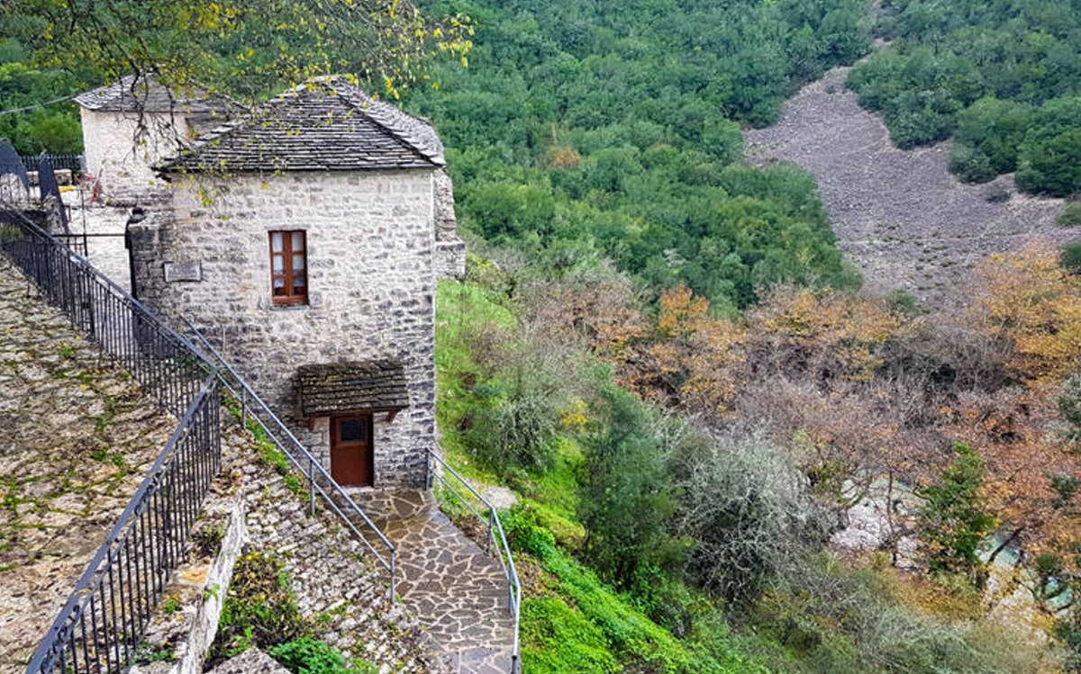 Βροσίνα Ιωαννίνων αλπικό σκηνικό πέτρινα σπίτια