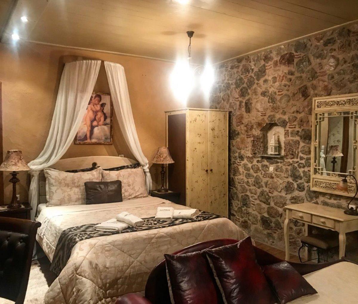ξενώνας Άμπολη Αράχωβα δίκλινο δωμάτιο