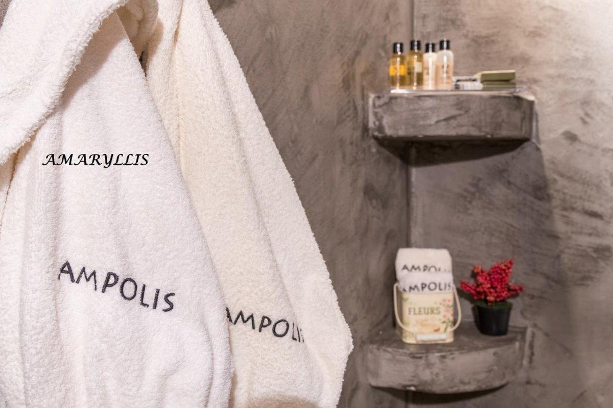 ξενώνας Άμπολη μπάνιο λεπτομέρειες