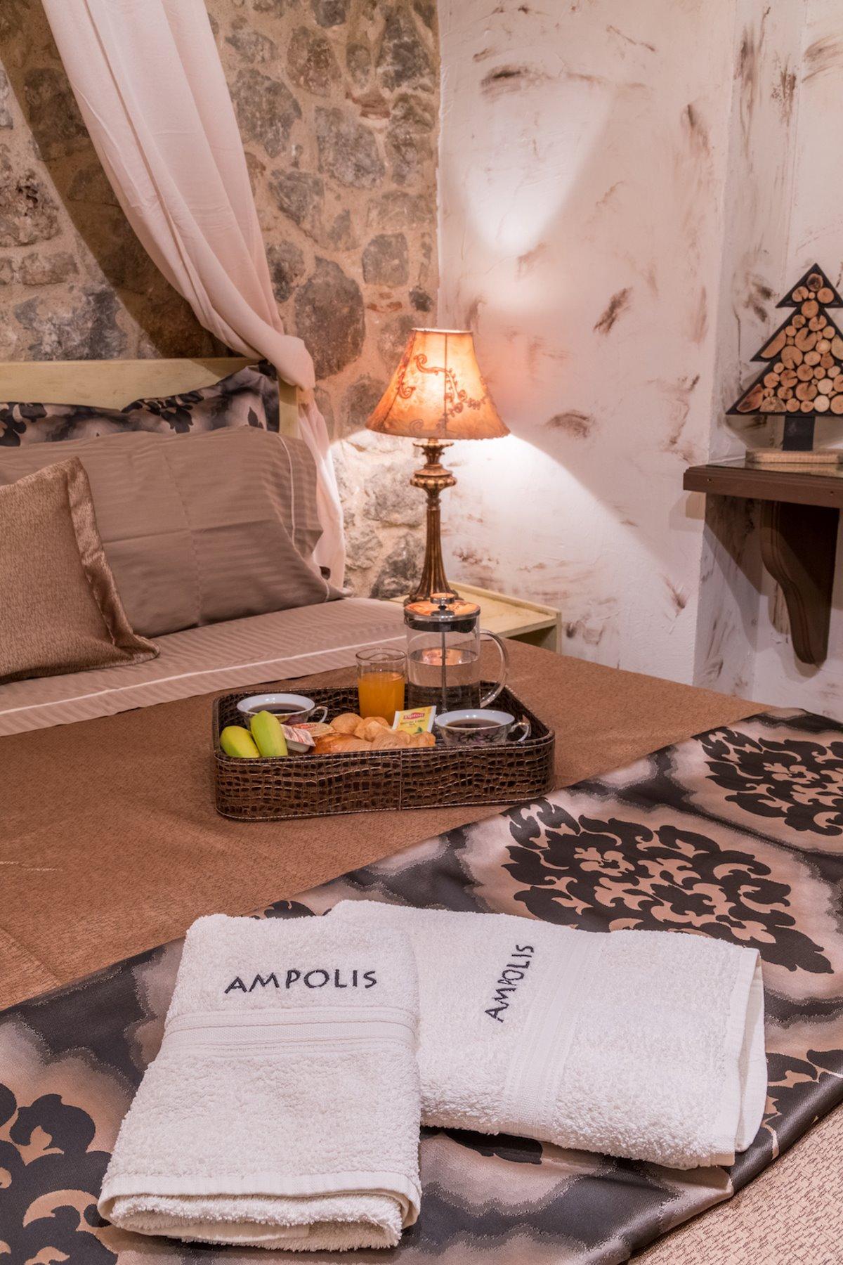 ξενώνας Άμπολη αράχωβα πρωινό στο κρεβάτι