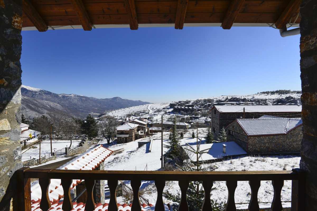 Ξενώνας Ρούγα, θέα στο χιονισμένο τοπίο