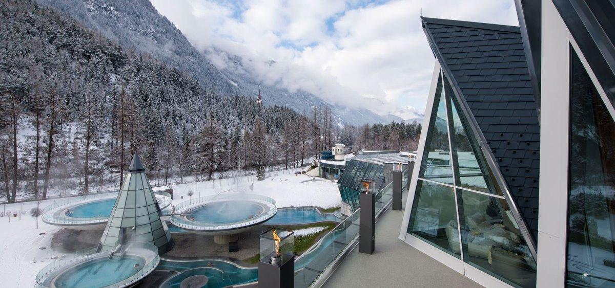 το Aqua Dome στην Αυστρία έχει υπέροχη εξωτερική πισίνα στα χιόνια