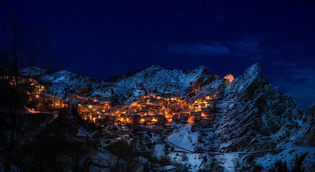 όμορφα ορεινά χωριά ιταλίας Castelmezzano