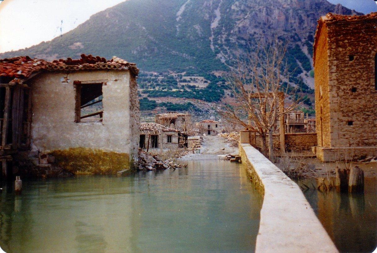 Κάλλιο χωριό βυθσιμένο Φωκίδας