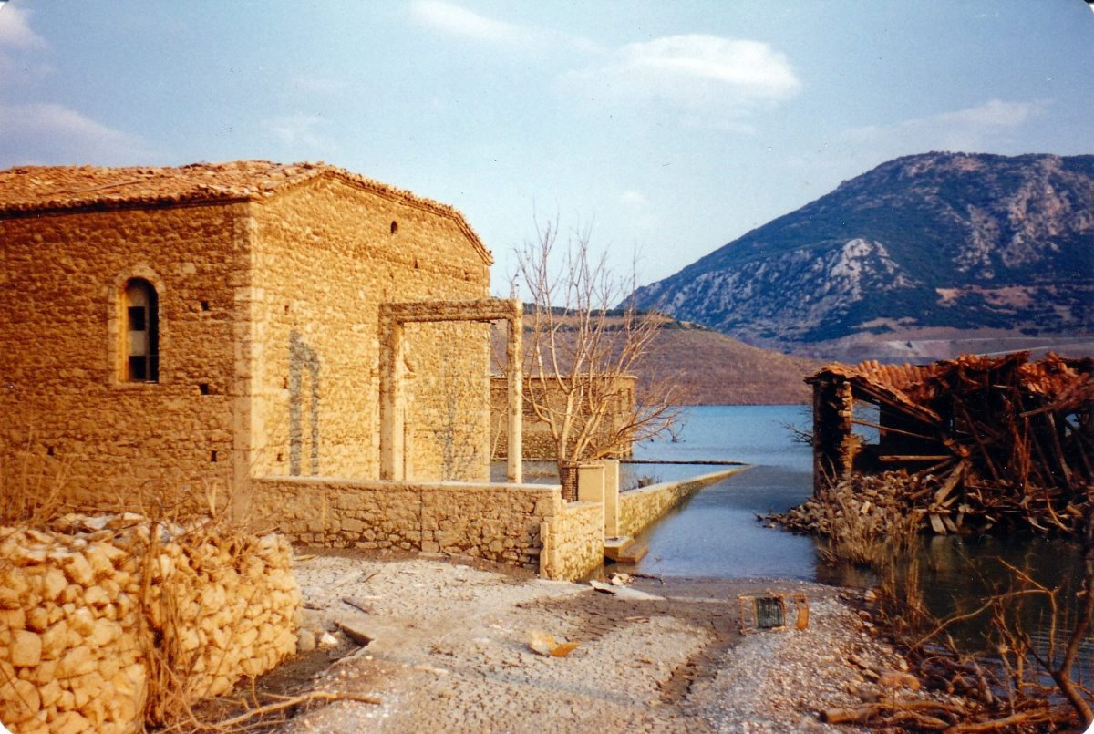 ελληνικά χωριά-φαντάσματα και οι ιστορίες τους όπως το Κάλλιο στη Φωκίδα