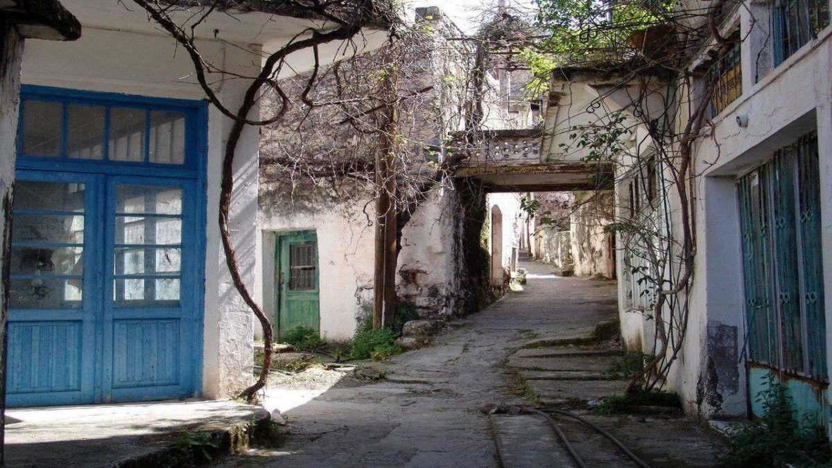 ελληνικά χωριά-φαντάσματα και οι ιστορίες τους στα άδεια σοκάκια
