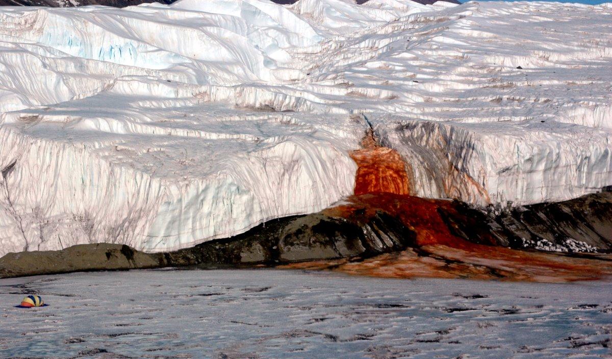 Οι Ματωμένοι καταρράκτες, Ανταρκτική
