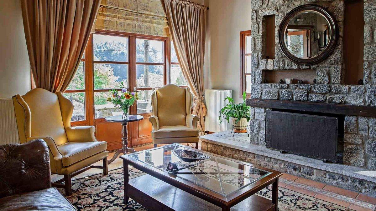 Grand Vytina Hotel & Suites