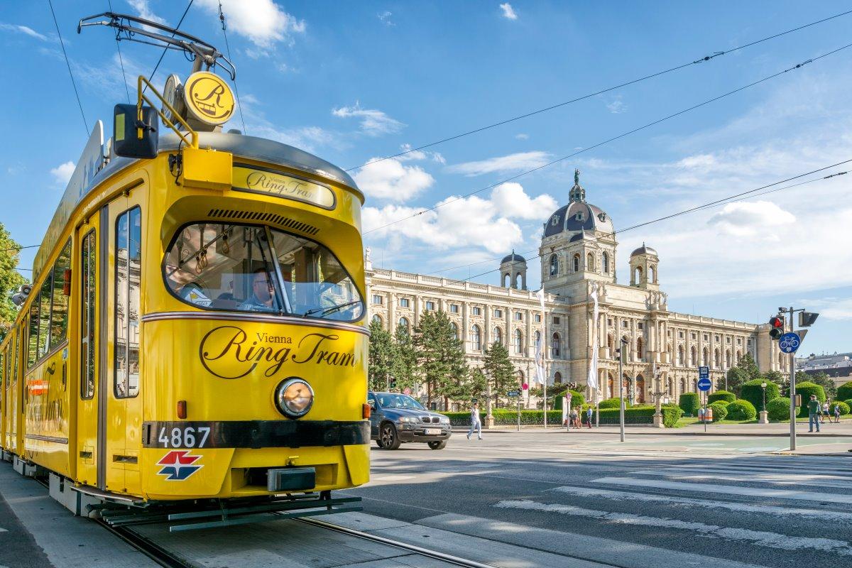 λεωφόρος  Ringstrasse, κίτρινο τραμ