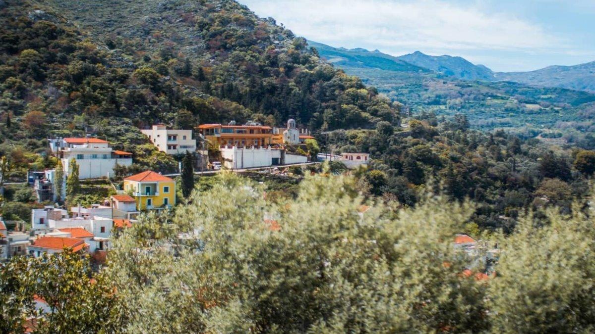 Αργυρούπολη χωριό Ρέθυμνο μέσα στο πράσινο