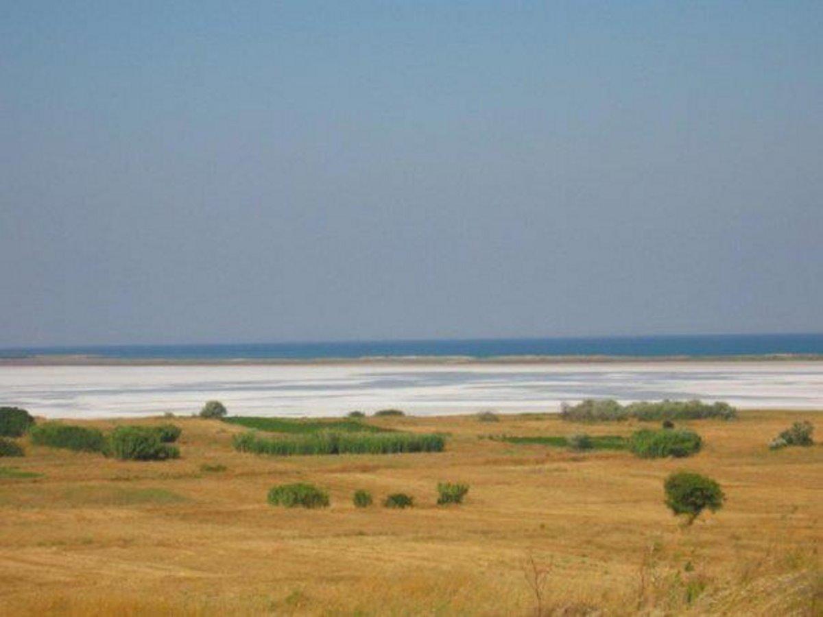 η λίμνη στην Ελλάδα που εξαφανίζεται και αφήνει αλάτι