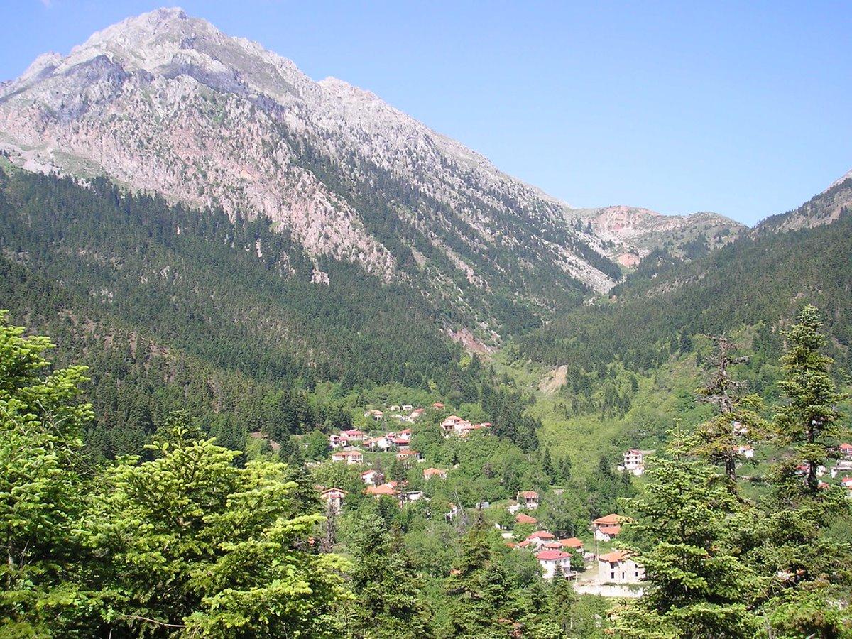 """Βαρδούσια: Ανεβαίνουμε στις """"Άλπεις"""" της Ρούμελης και κάνουμε στάση στον ελατοσκέπαστο Αθανάσιο Διάκο!"""