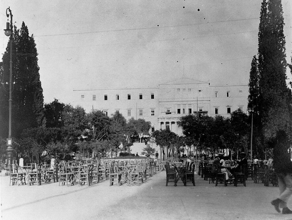 τα καφενεία στην πλατεία συντάγματος το 1900
