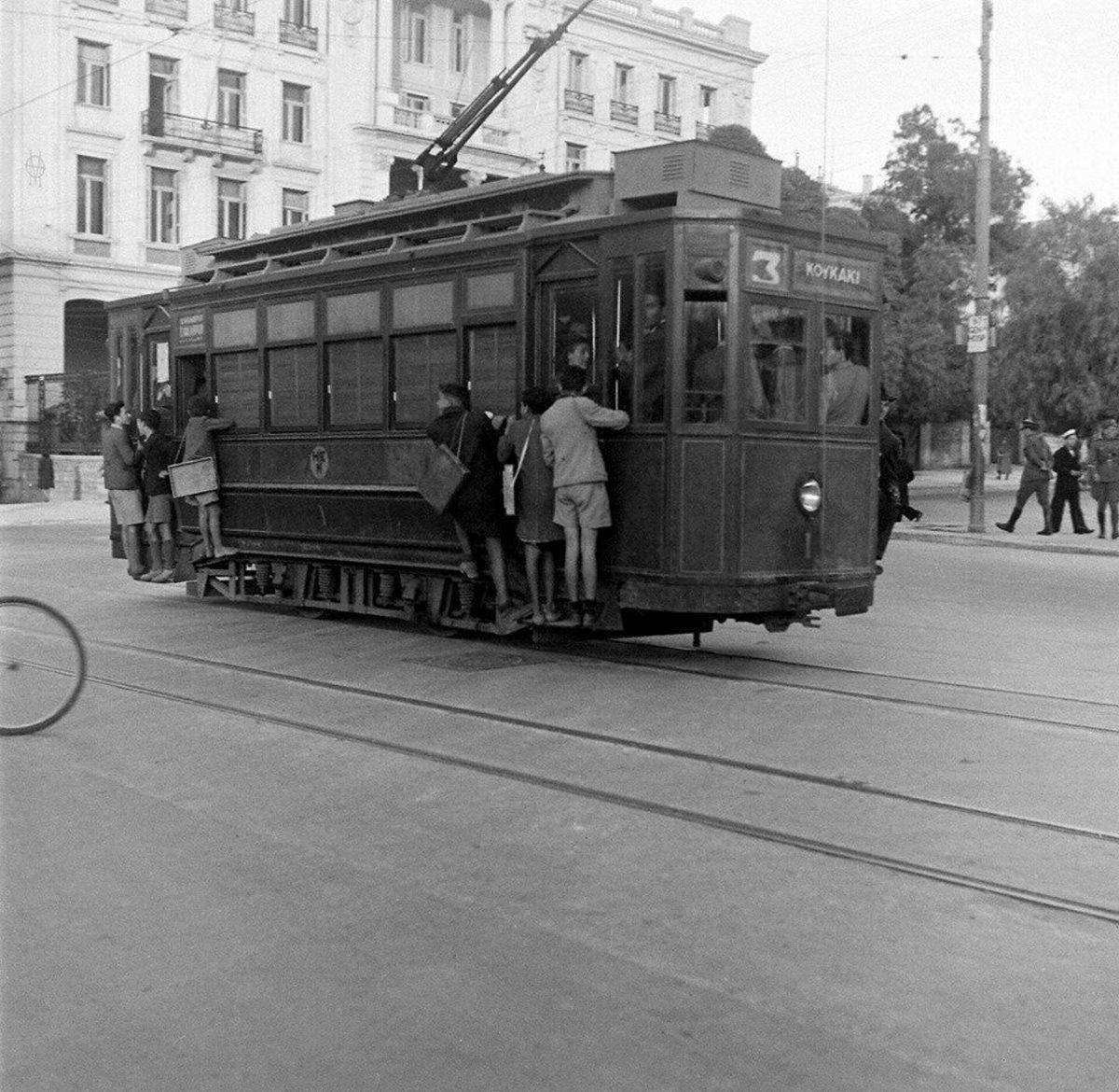 Παλιά Αθήνα πλατεία συντάγματος με τραμ