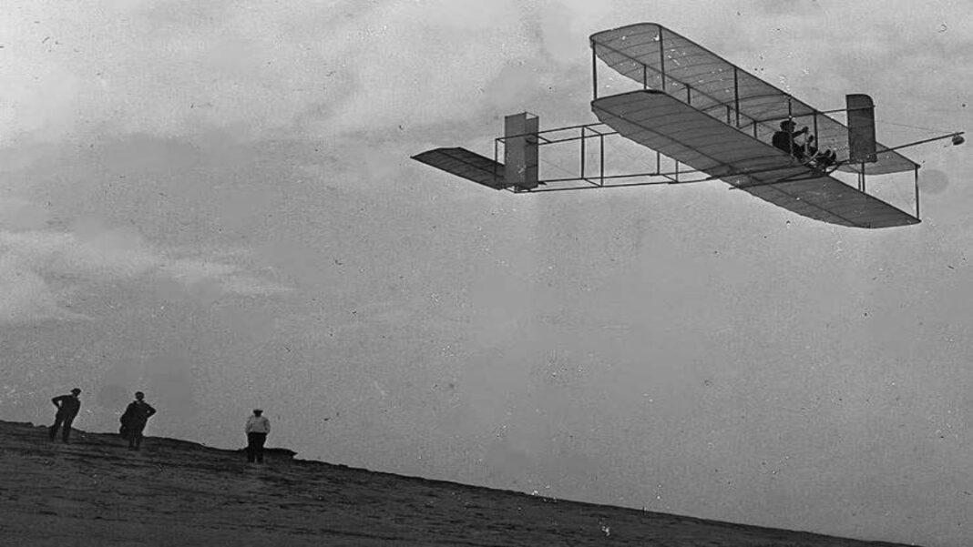 Ιστορική πρώτη πτήση αεροπλάνου