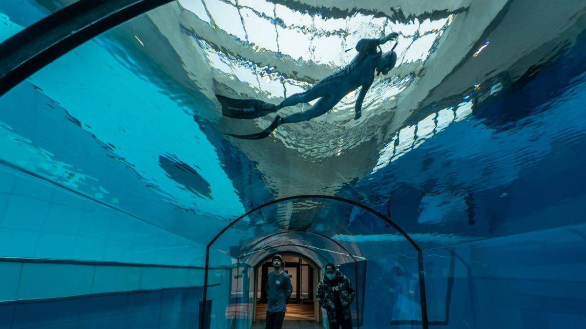 Deepspot βαθύτερη πισίνα Πολωνία για καταδύσεις στα 45,5 μέτρα