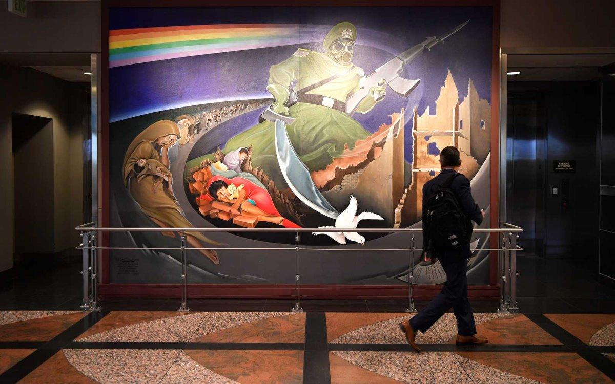 ανατριχιαστικές τοιχογραφίες στο Αεροδρόμιο Ντένβερ