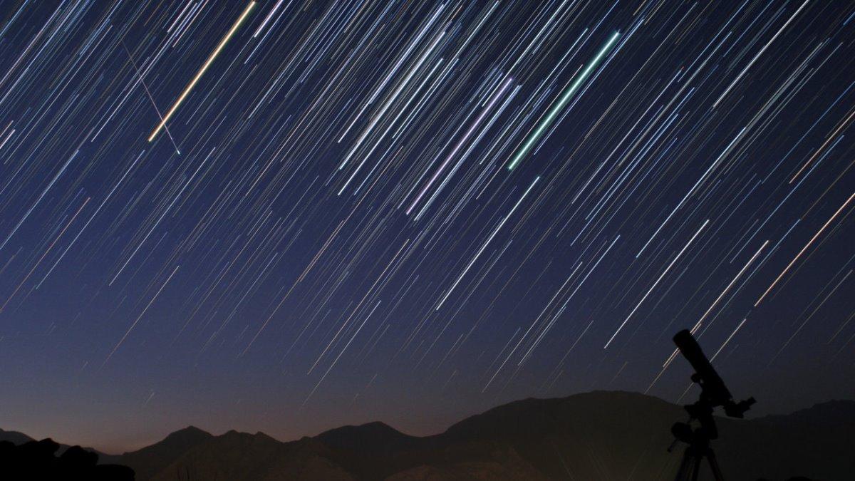νυχτερινός ουρανός πεφταστέρια