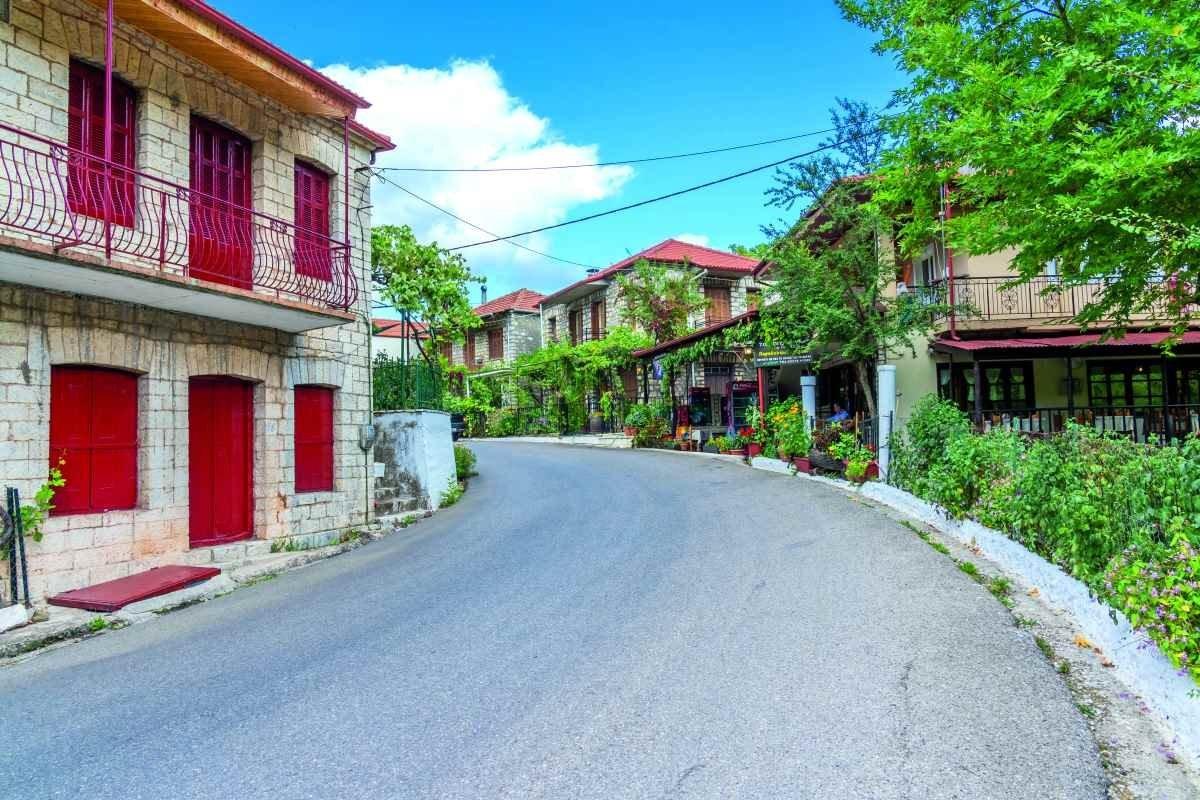 καρπενήσι κουκλίστικο χωριό γαύρος σπίτια