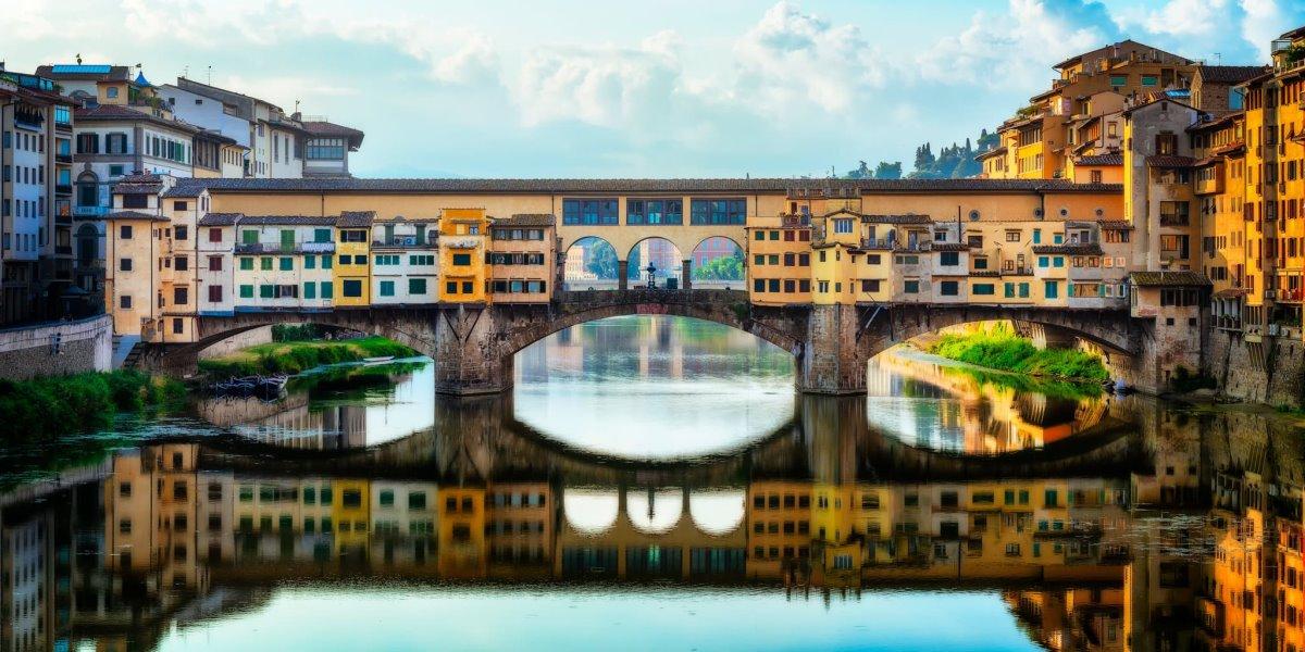ιστορική γέφυρα Ponte Vecchio Φλωρεντία με σπίτια