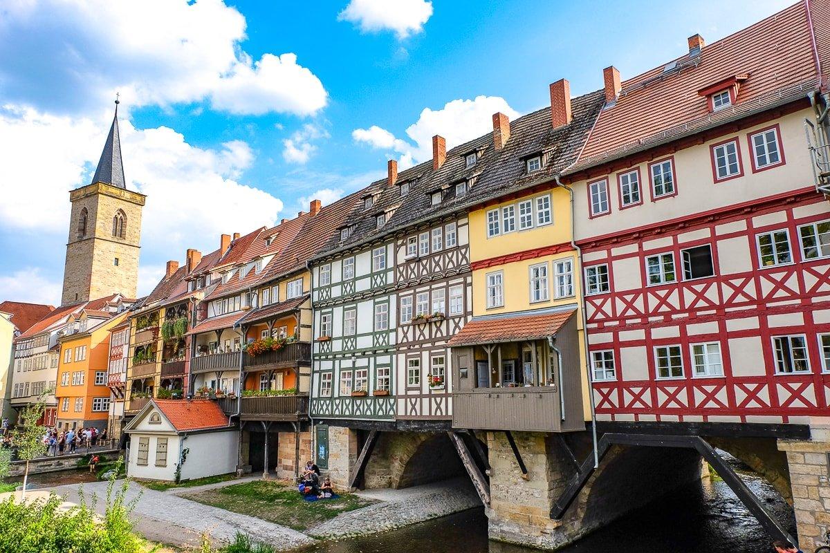 ιστορική γέφυρα Krämerbrücke Γερμανία με σπίτια χρωματιστά