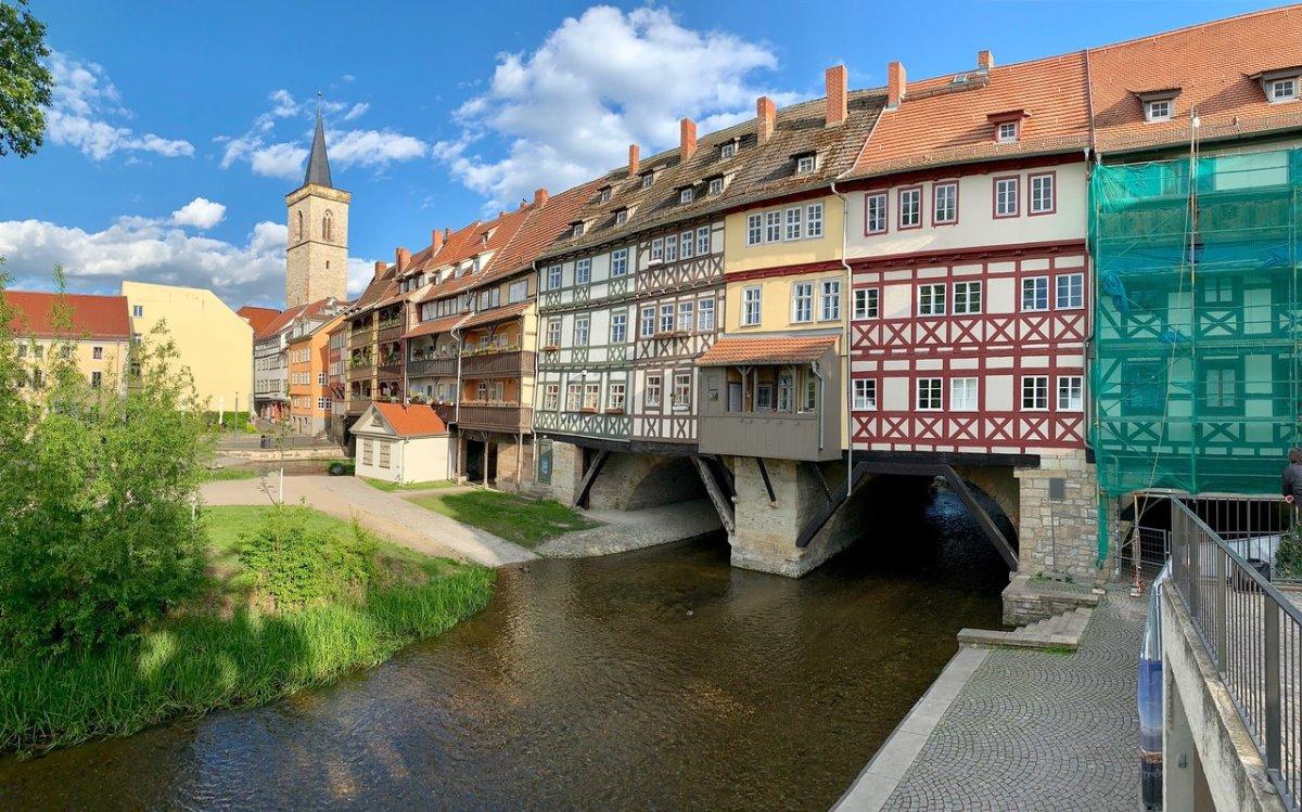 ιστορική γέφυρα Krämerbrücke Γερμανία με σπίτια