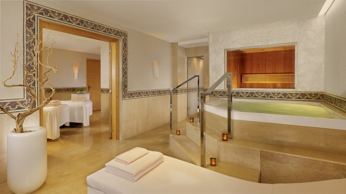 Το πολυτελές μπάνιο στο Hotel President Wilson Suite και στην ακριβότερη σουίτα