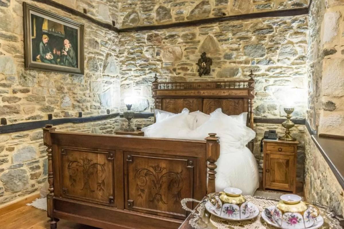 Iliopetra suites Πήλιο, κρεβάτι σουίτας