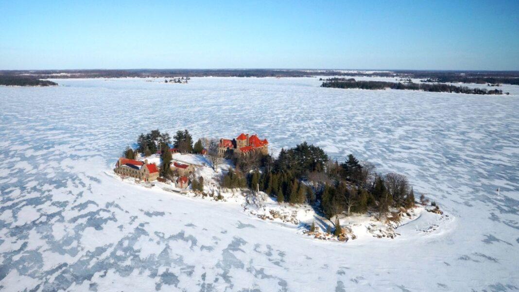 Χιονισμένα νησιά