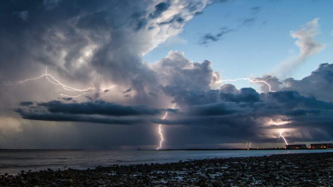 καιρός 16-3 συννεφιά καταιγίδες