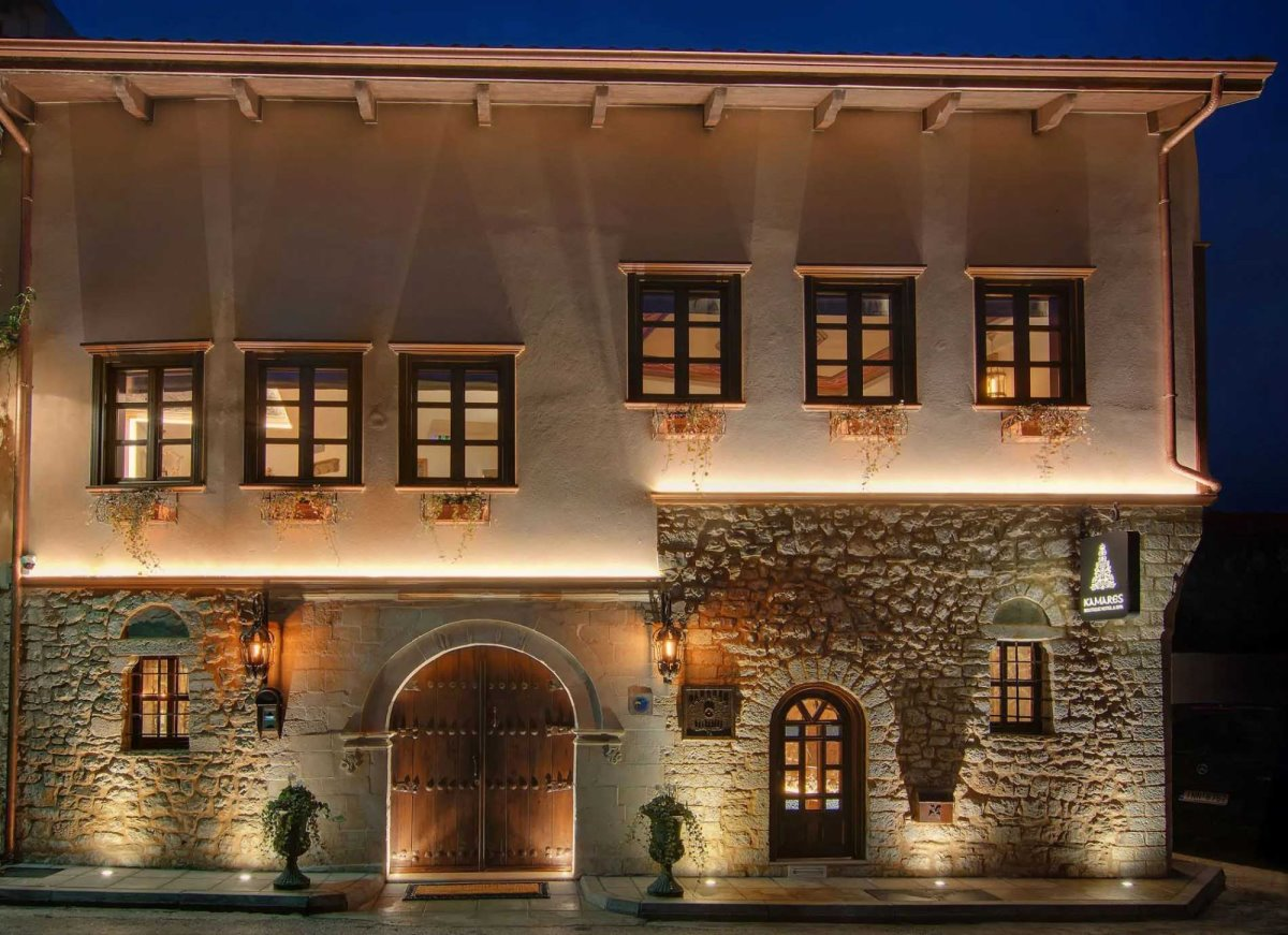 Kamares Boutique Hotel Ιωάννινα εξωτερικά τη νύχτα
