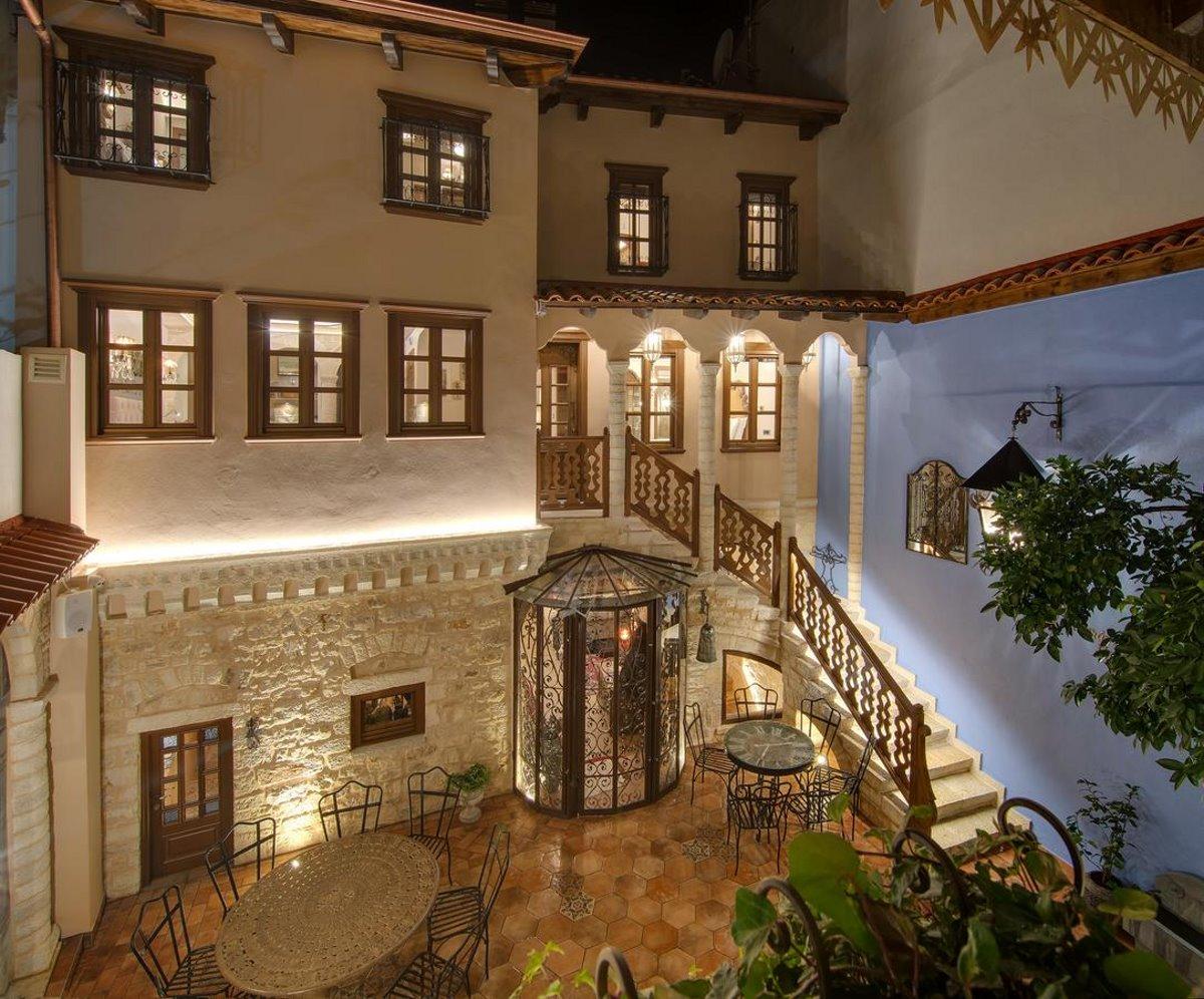 Kamares Boutique Hotel Ιωάννινα η εσωτερική αυλή