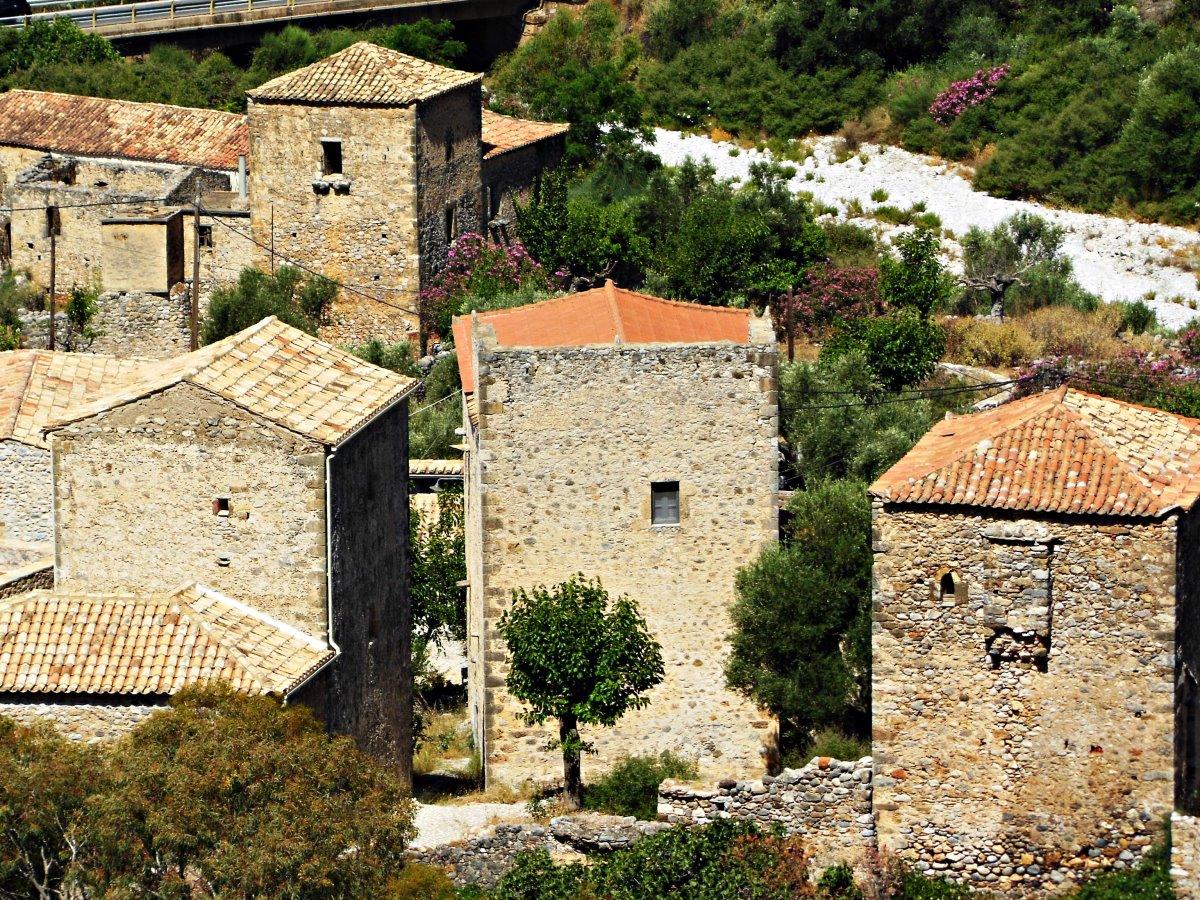 Πέτρινα σπίτια στην Καρδαμύλη