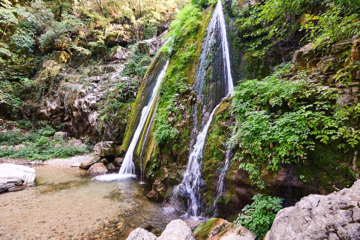 """Αρναία: Η """"αρχόντισσα"""" του χειμώνα στη Χαλκιδική - Πλούσια δάση & τρεχούμενα νερά!"""