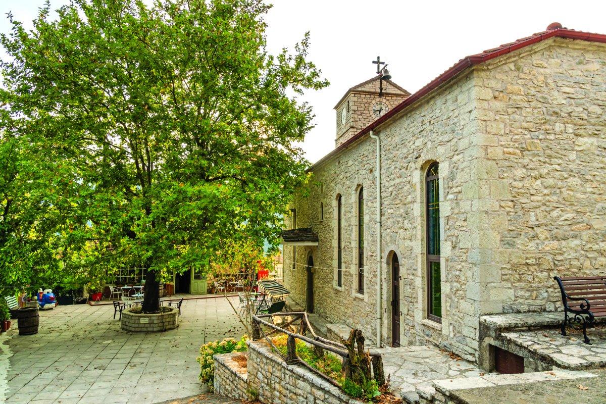 Εκκλησία, Κλαυσί Ευρυτανίας