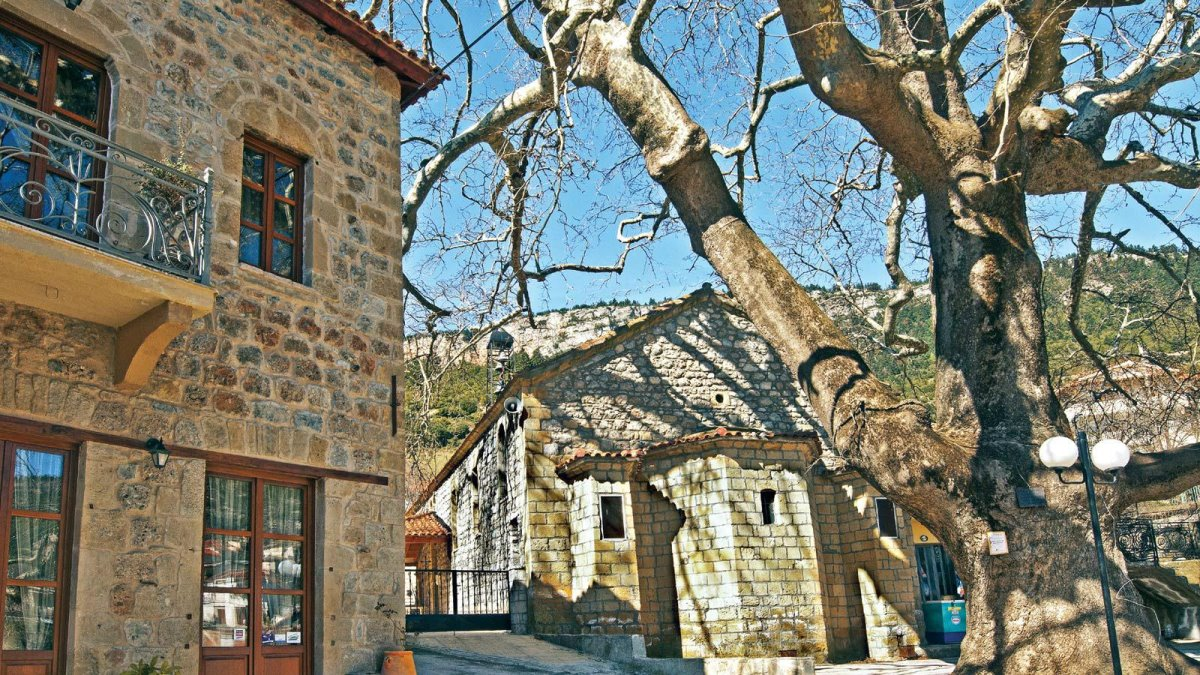 πέτρινα σπίτια στο χωριό Κεφαλάρι