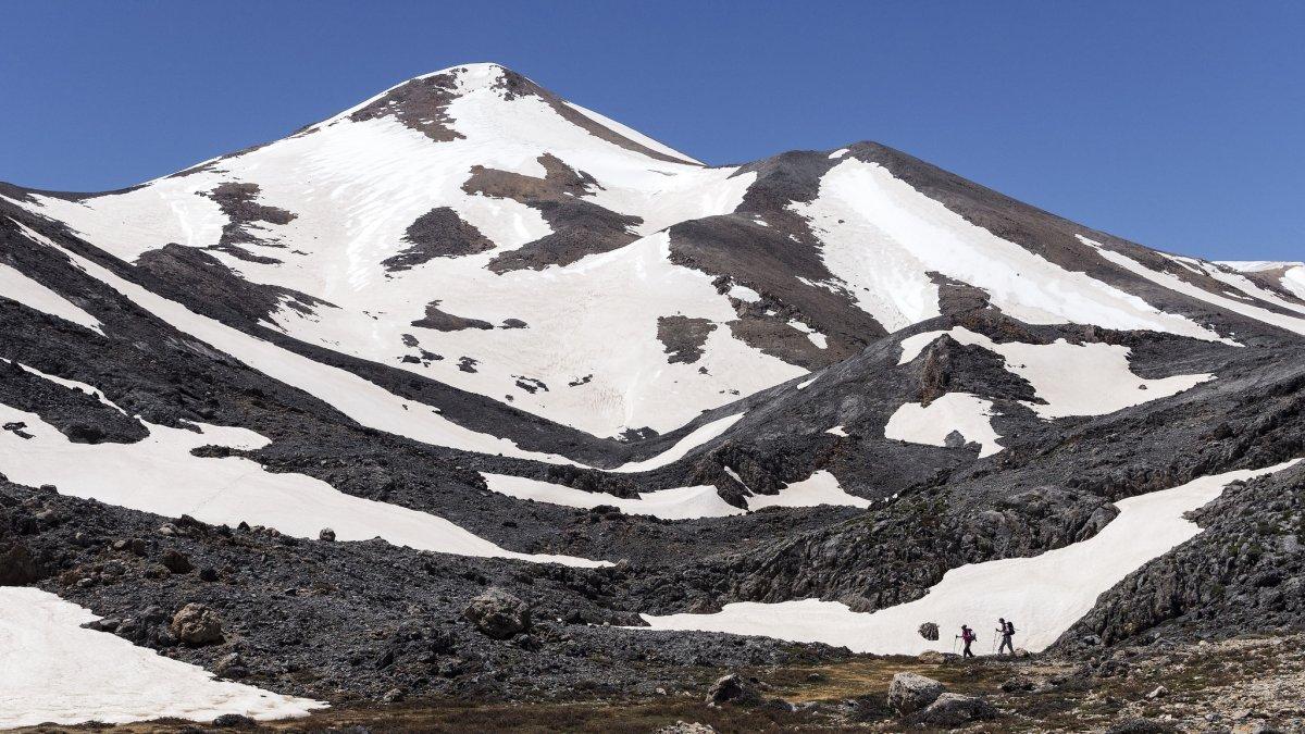 Λευκά Όρη χιονισμένα και το καλοκαίρι