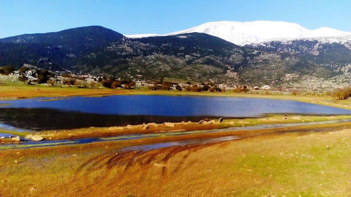 Η άγνωστη λίμνη του Παρνασσού - Εμφανίζεται υπό προϋποθέσεις και μετά... εξαφανίζεται!