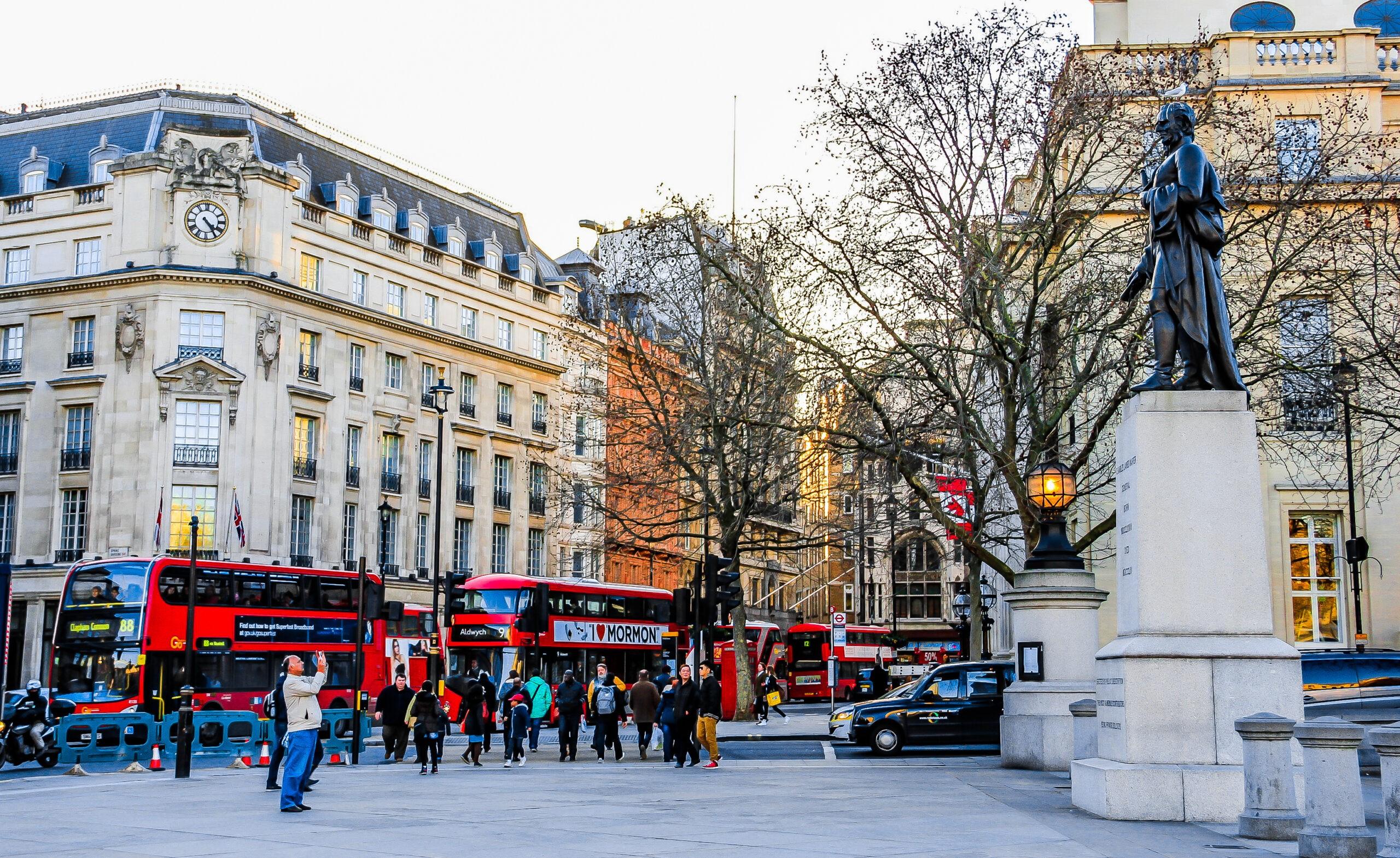 Το άγαλμα του Τζορτζ Ουάσινγκτον στην πλατεία Τραφάλγκαρ, Λονδίνο