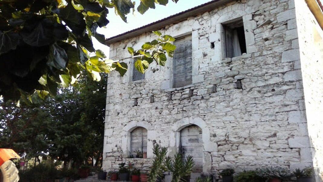Μαγγανιακό πέτρινα σπίτια