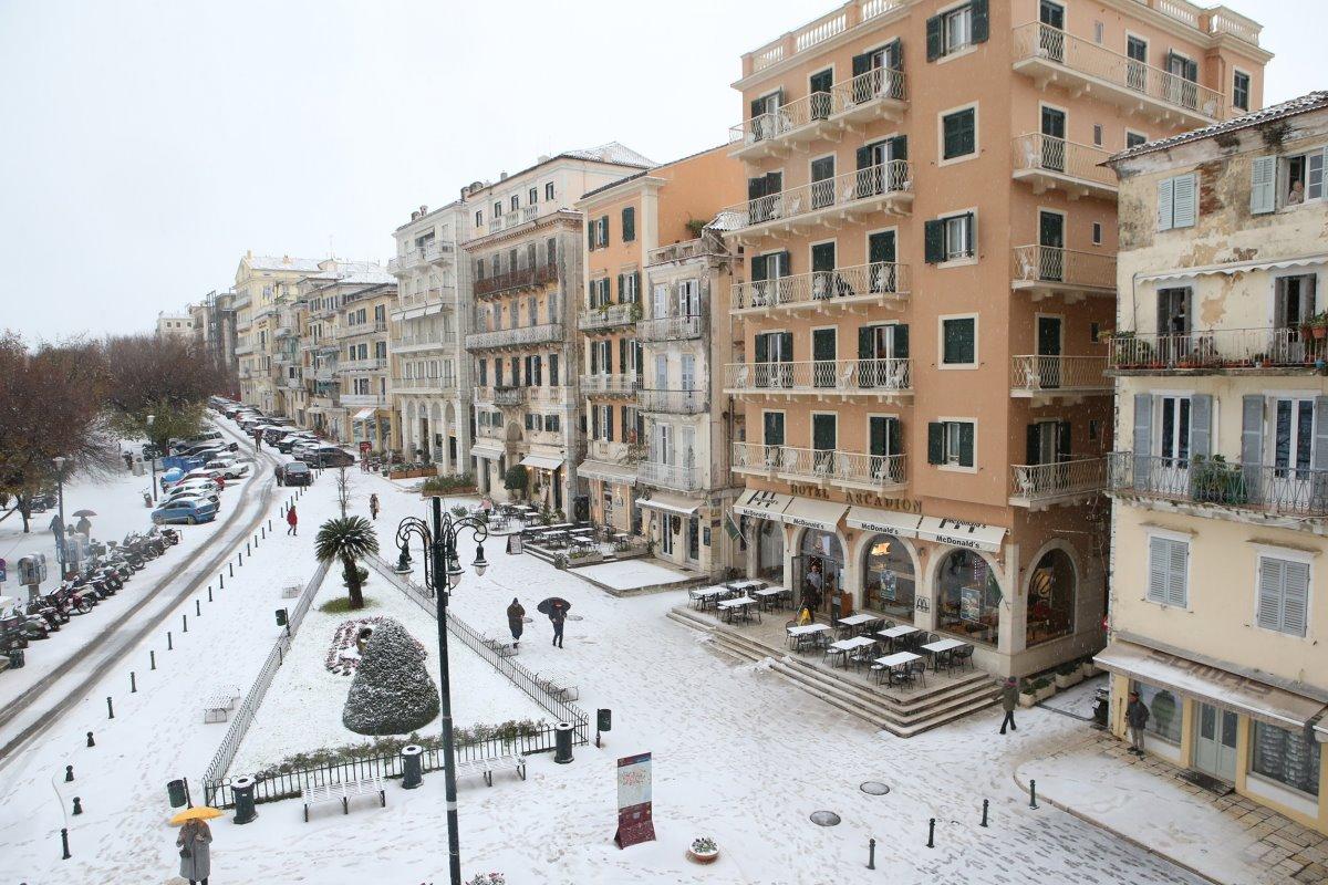 κέρκυρα χιονισμένη τον χειμώνα