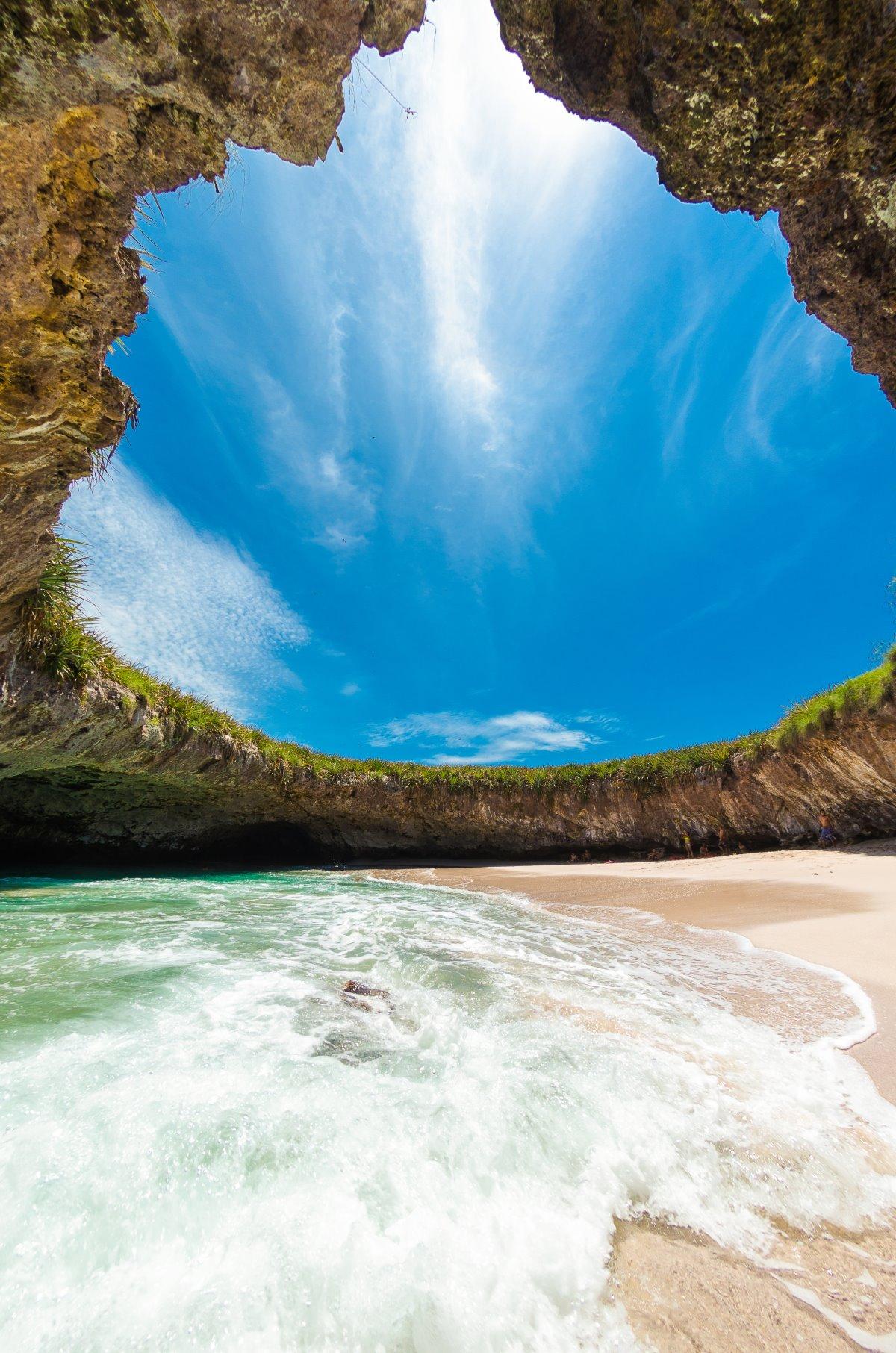 Η κρυμμένη παραλία στο Μεξικό Playa Del Amor,