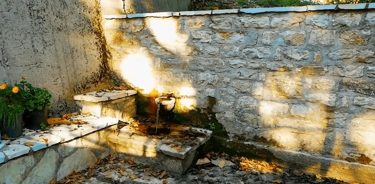 Συγγρέλος Ευρυτανία παραδοσιακός οικισμός με πέτρινες βρύσες