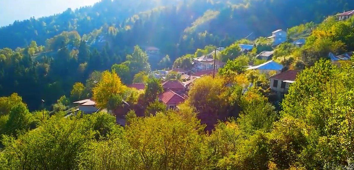 Συγγρέλος Ευρυτανία παραδοσιακός οικισμός μέσα στο πράσινο