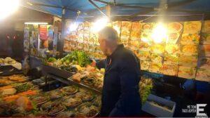 Οι Εικόνες στη Βόρεια Ταϊλάνδη: Ο Τάσος Δούσης δοκιμάζει τοπικό street food στην Τσιάνγκ Μάι (video)