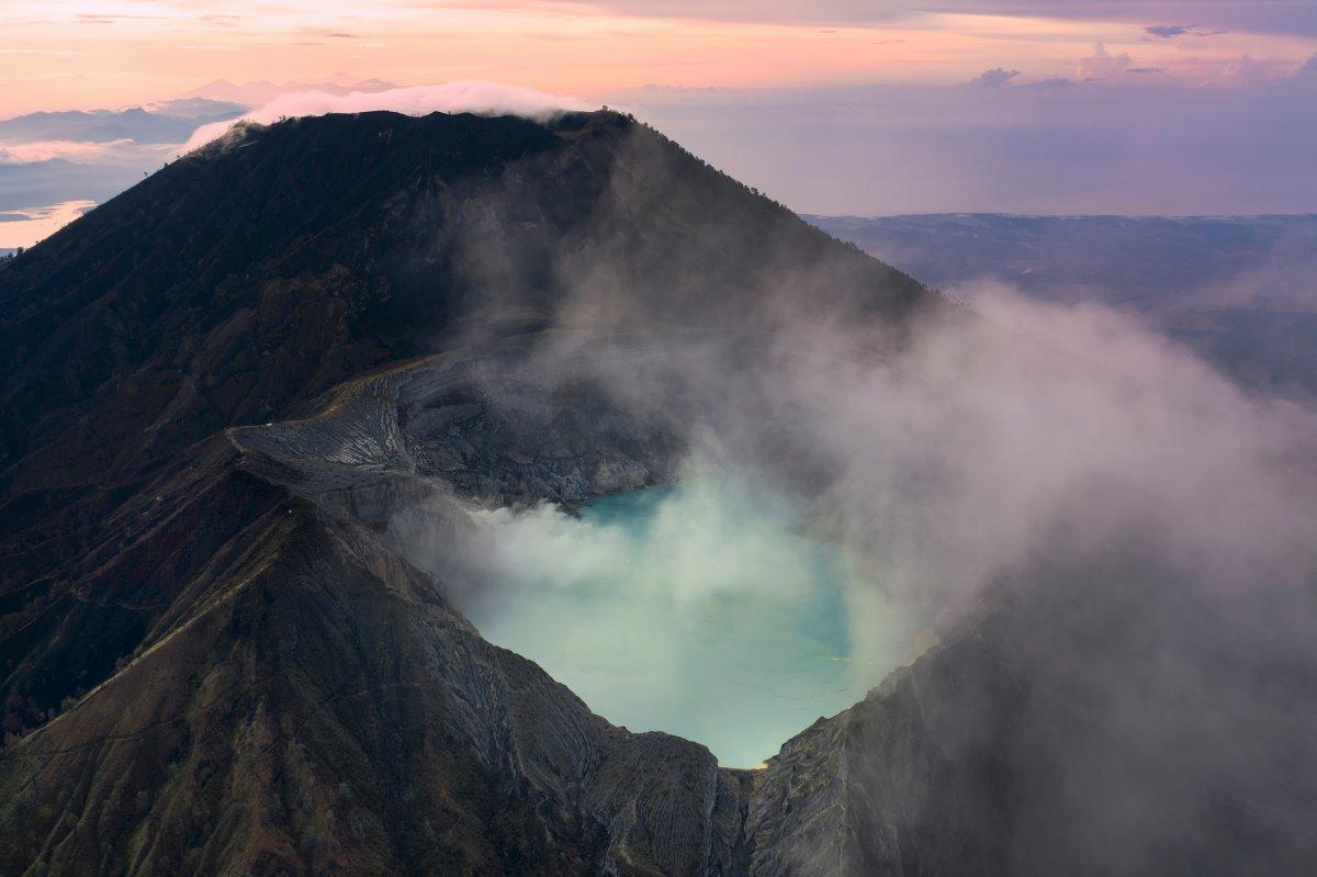 Λίμνη Ijen σε ηφαίστειο, Ινδονησία
