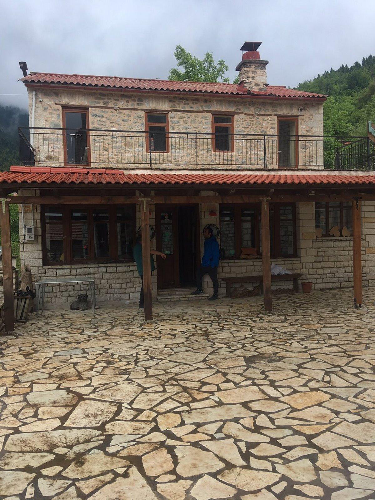 καρπενήσι κουκλίστικο χωριό βούτυρο πέτρινα κτήρια
