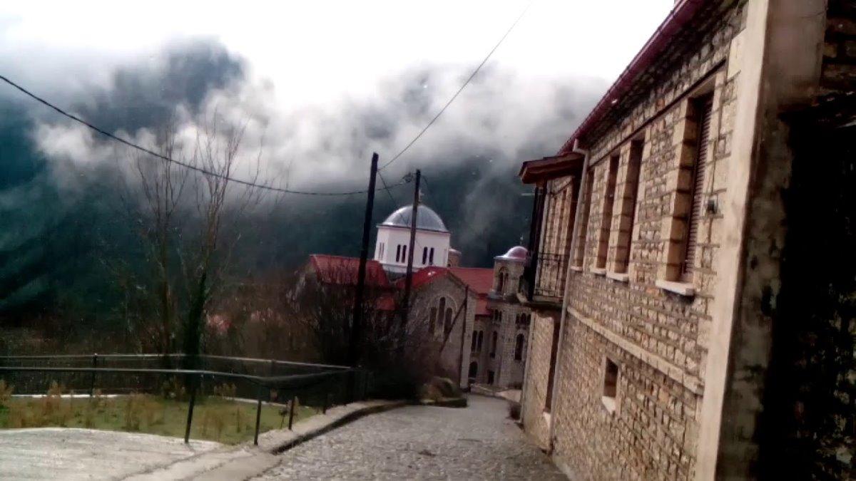 καρπενήσι κουκλίστικο χωριό βούτυρο στην ομίχλη